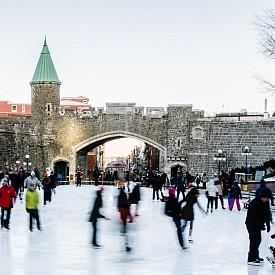 Ледените пързалки са неизменна част от облика на Квебек и ще направят престоя ви още по-романтичен