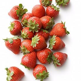 ЯГОДИ / Неслучайно ягоди с шоколад е известно гурме за класически сексуални приключения. И не без основание: в този малък плод се съдържа фолиева киселина и витамин С в големи количества. Незаменим афродизиак.