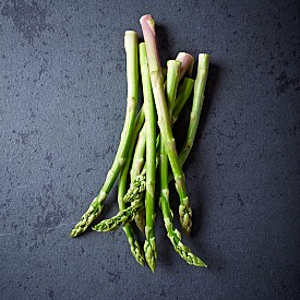 АСПЕРЖИ / За магическите свойства на аспержите, които разпалват страстите както в мъжете, така и в жените, се споменава още в XVII век. Не забравяйте да включите този безценен зеленчук в менюто за романтичната ви вечеря – ще си осигурите и страстта.