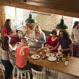 КОЙ ВСЪЩНОСТ ЖИВЕЕ В ТОЗИ ДОМ / Дизайнът на дома е нещо много лично и със сигурност трябва да отразява индивидуалността на живеещите в него. Затова всичко в него трябва да е съобразено с начина им на живот, с това от колко члена е семейството, дали в къщата живее куче...