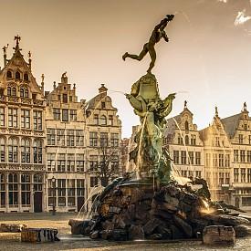 """Фонтанът """"Брабо"""" в Антверпен"""