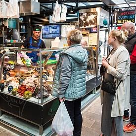 В столицата на Дания могат да се намерят навсякъде прясна риба и морски дарове. Прясната морска храна е изключително полезна и в комбинация с пресни зеленчуци е перфектен пример за здравословна храна.