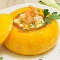 Гурме в тиква: крем супа със скариди