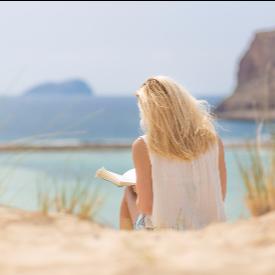 ELLE чете на плажа: Романите на август