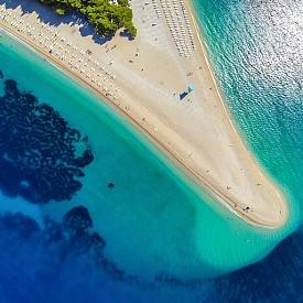7. БРАЧ, ХЪРВАТСКА. Третият по големина от далматинските острови и първи от южнодалматинските, той е с площ 394,57 кв.км. И е най-красивият от островите в Хърватска заради уникалните плажове и лазурното Адриатическо море.
