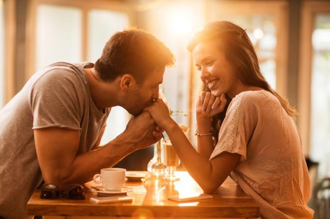 Ако сте уверени в себе си, няма причина да загубите идентичността си в една връзка.