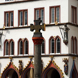 Типичната за Триер архитектура