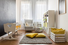 Сиво: умерен цвят, който е лесен за възприемане и подхожда на всички останали в интериора. Но в същото време, ако прекалите с него, ще усетите и другите му характеристики – на студен, тих и безчувствен цвят. Провокира анализаторските възможности, но потиска емоциите. Затова може да го използвате в детската стая, но внимателно – за малки детайли и задължително в комбинация със свежи и енергични цветове като жълто.
