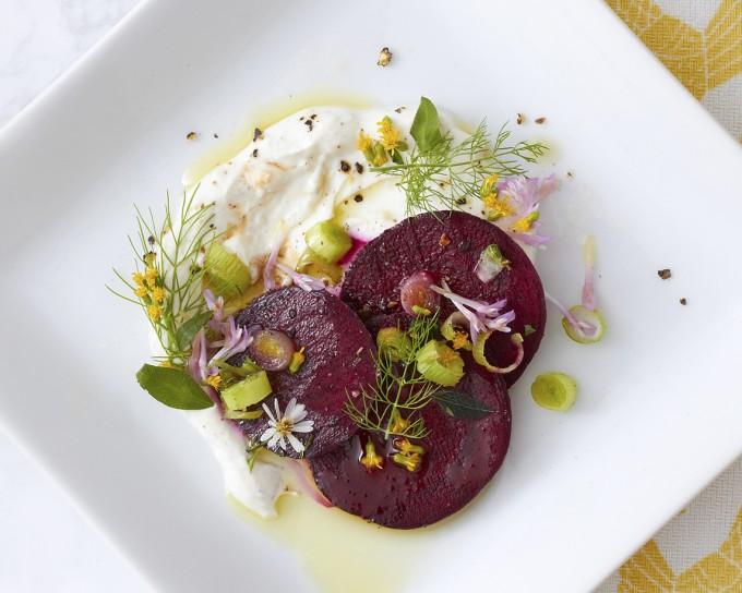 Цветя на масата: салата с печено цвекло и фенел