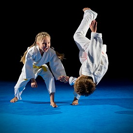 Бойни изкуства: учат на правилно дишане, подобряват вентилирането на дробовете, развиват координацията на движенията, заздравяват мускулатурата, оформят правилна стойка. Препоръчителна възраст за старт: 10-12 години.