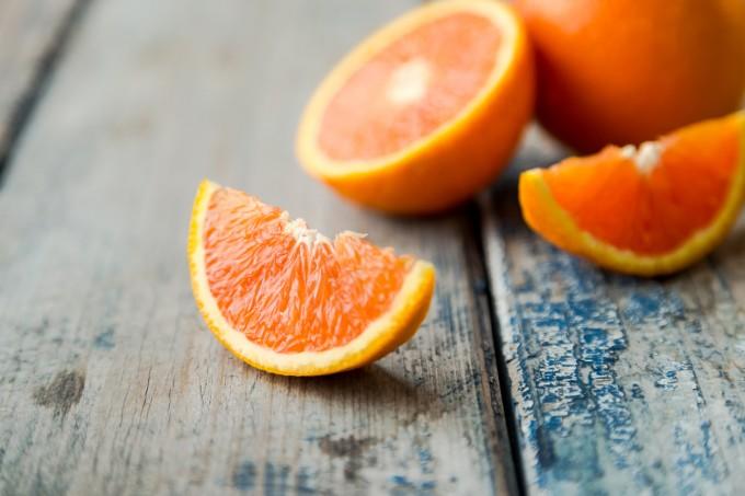 Пълни с витамин С, портокалите могат да ни отърват от различни типове вируси, включително и този на хремата.