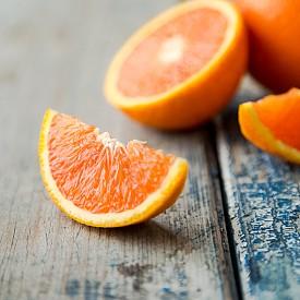 Пълни с витамин С, те могат да ни отърват от различни типове вируси, включително и този на хремата. Витамин С в действителност е мощен антиоксидант, който стимулира имунната система, като засилва производството на бели кръвни телца, които се борят с инфекциите. Пийте по две чаши плодов сок на ден, за да се предпазите и преборите инфекциите, както и да укрепите имунната си система.