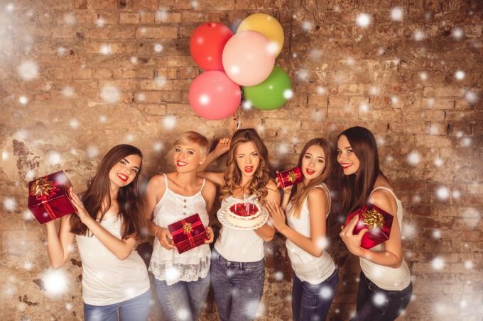 Подарък според стила: красиви изкушения за парти момичета