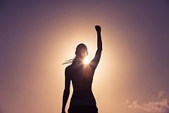 Опитайте се да станете по-рано, по изгрев, за да посветите началото на деня си на паневритмия. Хармоничното съчетание на танц, музика и поезия, създадено от Петър Дънов, е начин да се отървете от стреса и да се заредите с положителна енергия. Изпълнява се рано сутрин, по изгрев, за да имате повече енергия през деня.
