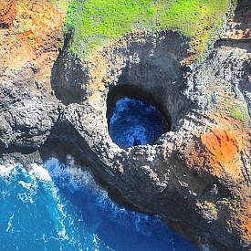 Гледка от въздуха към типичните за острова вулканични скали.