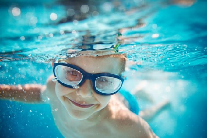 Плуването не е подходящ спорт за децата с хроничен тонзилит, синузит и всякакви заболявания на горните дихателни пътища.