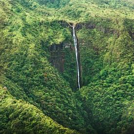 Водопад в природните паркове на Мауи