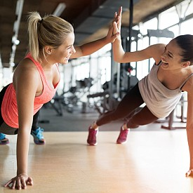 """Скорпион (23.10.-22.11): Балансът между огъня и водата се постига трудно при вас, особено когато става въпрос за избор на най-подходящия вид физическа активност. Периодите, в които изпитвате потребност от силови, дори рискови спортове, се редуват с тези, които ви носят вътрешна наслада. Подходящи за вас са както по-""""тривиални"""" фитнес тренировки, тичане, боди билдинг, колоездене, ски, така и парапланеризъм, парашутизъм, ветроходство."""