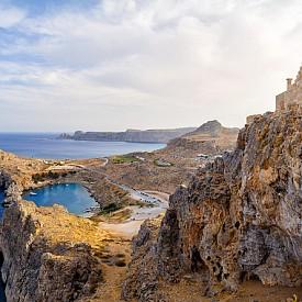 4. РОДОС, ГЪРЦИЯ. Най-големият от Додеканезките острови и най-източният от големите острови на Гърция в Егейско море. Разположен е приблизително на 18 километра западно от Турция, между континентална Гърция и остров Кипър. Освен красиви плажове има още много какво да се види тук.