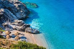 Има няколко причини, които ще ви накарат да изберете Дуръс за следваща лятна ваканция. Курортът разполага с 15-километрова плажна ивица със ситен златист пясък. Водата е топла и кристално чиста. Хотелите, с които разполага курортът са нови, спретнати и приятни, а домакините са усмихнати и гостоприемни, готови да направят престоят ви незабравим.
