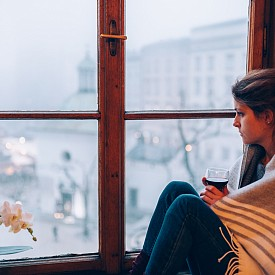 Трите възрастови групи, в които се чувстваме най-самотни