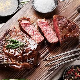 Месо на скара и розмарин - Американски учени са установили, че тази подправка съдържа антиоксиданти, които поглъщат свободните радикали от месото и по този начин намаляват количеството на вредните хетероциклични амини.
