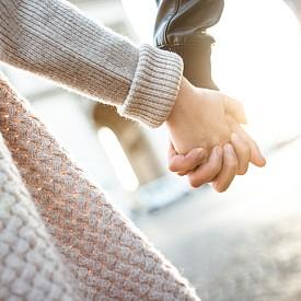 ЦИФРА 2: ИДЕАЛНИ ЗА БРАК! Ако цифрата, резултат от сбора на рождените ви дати, е 2, вие сте готови за брак! За вас подписът няма да е просто формалност, а естествено продължение на романтичните моменти, на които ще се радвате дълго.
