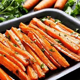 Моркови и гуакамоле - Ако салатата не се овкуси с пълномаслен дресинг, организмът ще абсорбира незначително количество каротеноиди. Ето защо за здравословна закуска опитайте зеленчукови пръчици (например морковени) с гуакамоле.