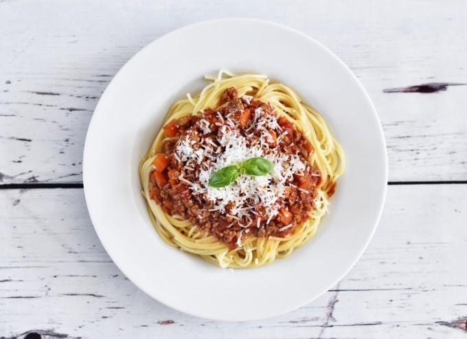 Четвъртък -  Обяд: Зелена салата, спагети с доматен сос....