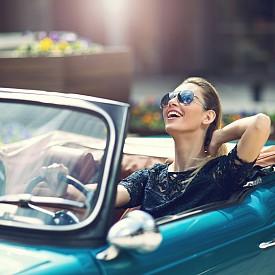50% от американските милионери купуват автомобили на стойност най-много до 25 хиляди долара, а 20% от тях изобщо не си купуват. Повече от една трета от тях изпитват силно влечение към ретро автомобили.