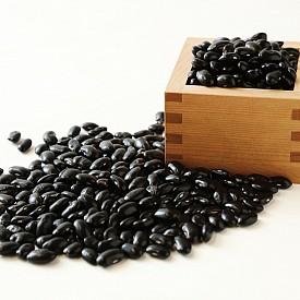 Черната соя. Има високо съдържание на протеини, фибри и антоцианини. Според японски учени черната соя допринася повече за понижаване нивата на холестерола, отколкото обикновената.