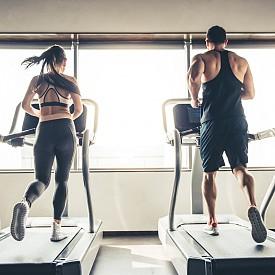 07:00 – КАРДИО / По-ефективно за целия ден е ранната активност. Динамичното кардио за около 35-40 минути активира метаболизма и помага за свалянето на килограми.