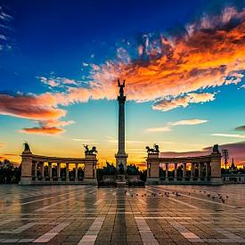 Площадът на героите е сред най-забележителните площади в унгарската столица