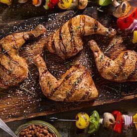 Пилешко бутче – по-тъмното пилешко месо не е толкова мазно колкото свинското, но също съдържа достатъчно количество желязо, цинк и витамини от В-групата, от които се нуждаем за здравословна диета и повече енергия.