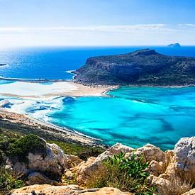 5. КРИТ, ГЪРЦИЯ. Той е най-големият гръцки остров с площ от 8336 кв.км и петият по големина в Средиземно море, като на него е най-южната точка на Гърция. Населението му е над 600 000 души. Един от най-известните заливи тук е Балос (на снимката).