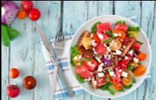 Идеалният обяд: салата с диня, фета сирене, чери домати и семена от босилек