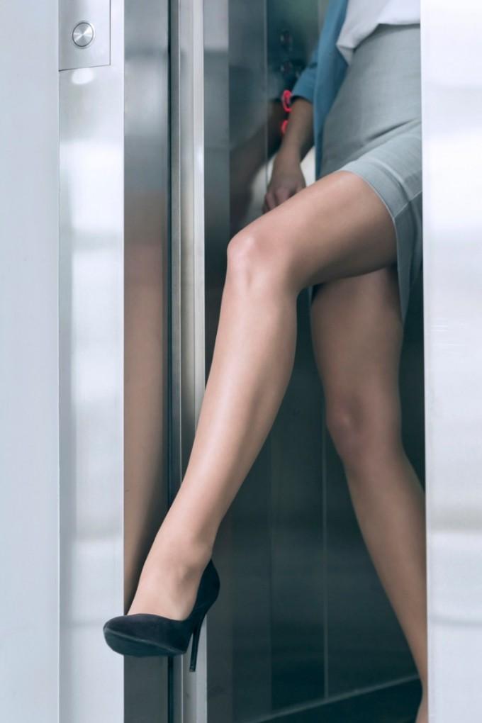 Задръжте асансьора!