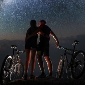Различните сватбени дестинации: Мауи, Хавай, където можете да се спускате с колела по истински вулкан