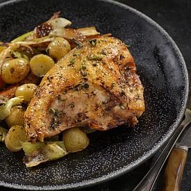 Понеделник / Обяд: Салата от праз и сос винегрет. / Рецепта на деня - Пиле с горчица: Запържете в 1 ч.л. зехтин за 10 минути 200 г пилешко филе на парченца и 1 глава ситно нарязан лук. След това прибавете 100 г нискомаслена извара, смесена с 2 ч.л. горчица и малка консерва гъби. Сервирайте с ориз. / За десерт - плод и натурално кисело мляко. / Вечеря: Говежди кюфтенца с доматен сос, 1 филийка хляб, ябълка на фурна.