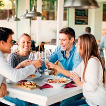 КЛИЕНТИТЕ / Добре е почти всички маси в ресторанта да са заети и да цари леко чаровно оживление. Логично е – липсата на клиенти веднага ни навежда на мисълта, че заведението не се радва на голяма популярност. А за това има причина – цените, качеството на храната, готвачът или просто карма...
