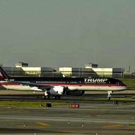 Доналд Тръмп притежава самолет Boeing 757 на цена - 100 милиона долара.