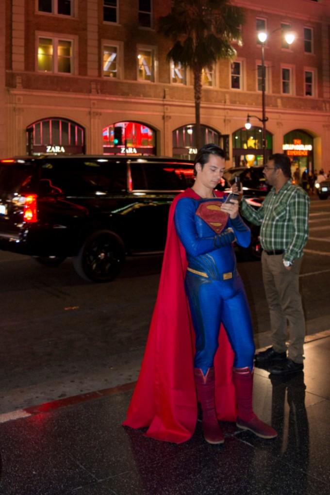 Пред театъра често се разхождат любими герои от...