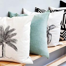 """""""Възглавницата е най-евтиният начин да """"облечете"""" интериора."""" Роберто Кавали, моден дизайнер"""