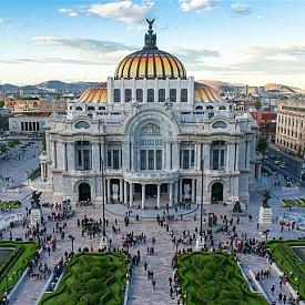 Дворецът на изящните изкуства в Мексико Сити помещава два музея - единият е посветен на класическите и съвременни художници, а другият - на мексиканската архитектура.