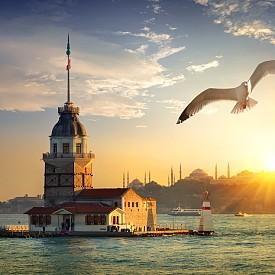 Момината кула е разположена в азиатската част на Истанбул