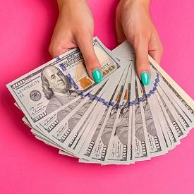 """СКОРПИОН: Юпитер в Стрелец ще бъде разположен във вашата доходна зона през цялата година и това обещава възможност да """"счупите банката"""". Ще получите няколко доходоносни предложения за работа - изберете новата позиция основана на заплатата. Най-приятното е, че наистина сте го заслужили. И това ще помогне на самочувствието ви. Просто не прекалявайте с еуфорията."""