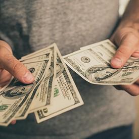 Според американско изследване в семействата на повечето милионери разпределението на бюджета е строго и има голям контрол на разходите. Повечето милионери споделят, че отделят много време за планиране на финансовото си бъдеще.