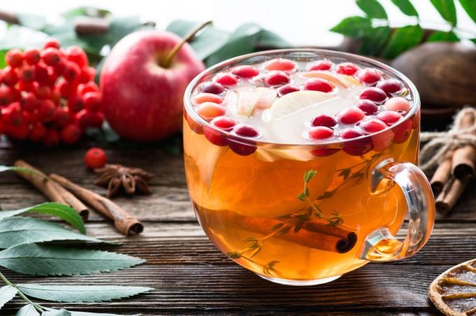 Чай с ром, ябълки и боровинки