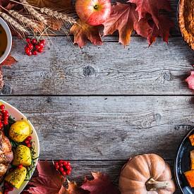 """""""Най-добрата идея за есенна декорация на масата е вместо покривка да сложите ярки сухи листа"""" Sieger"""