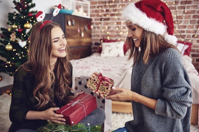 Коледен бюти шопинг: най-добрите комплекти с бяла козметика